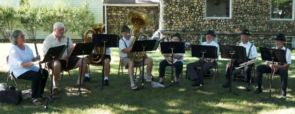 Lovely setting, lively music - Ooompa band at the Ice Cream Social - 7-22-2016
